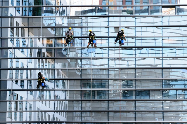 ניקוי חלונות בגובה - מוריה שירותי ניקיון